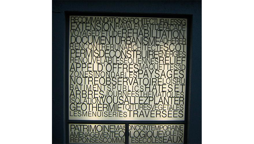 Decoration vitrine adhesif de découpe translucide