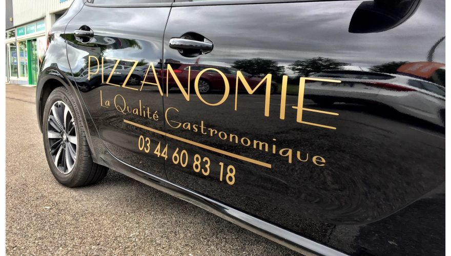 marquage voiture pizzeria teinté masse or