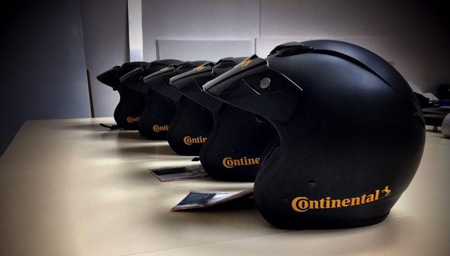 Marquage casque Continental sponsoring